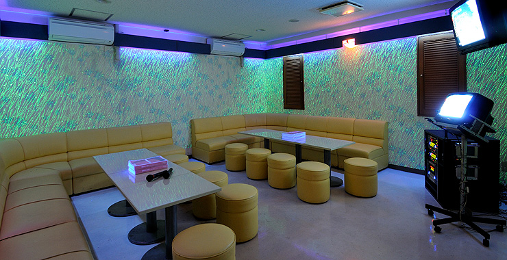 http://www.terrace.co.jp/en/busena/archives/img/restaurant_bar/pic/karaoke_01.jpg