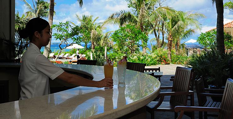 http://www.terrace.co.jp/en/busena/archives/img/restaurant_bar/pic/veranda_01.jpg